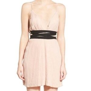 Missguided pleated mini sz 12 used good condition